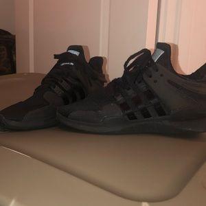 Addidas equinox black tennis shoes